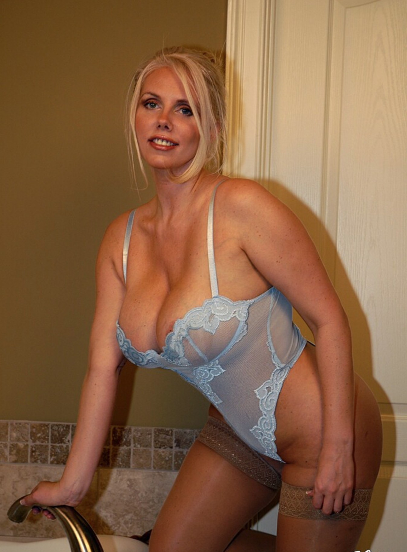 Lovely blonde milf in the perfect position