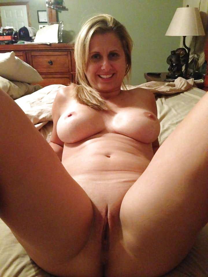 Yummy mummy naked
