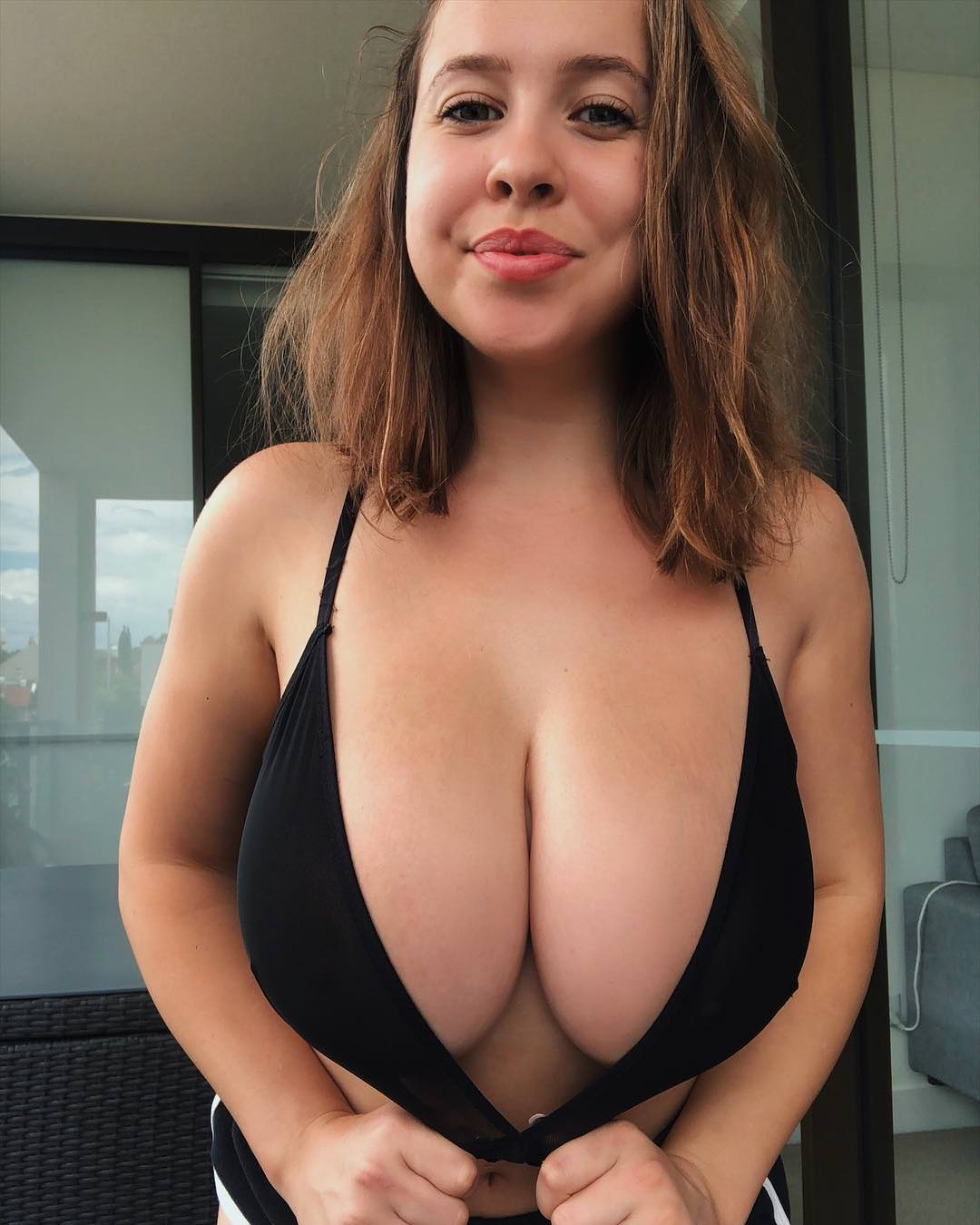 Hot Teen Shows Her Cleavage