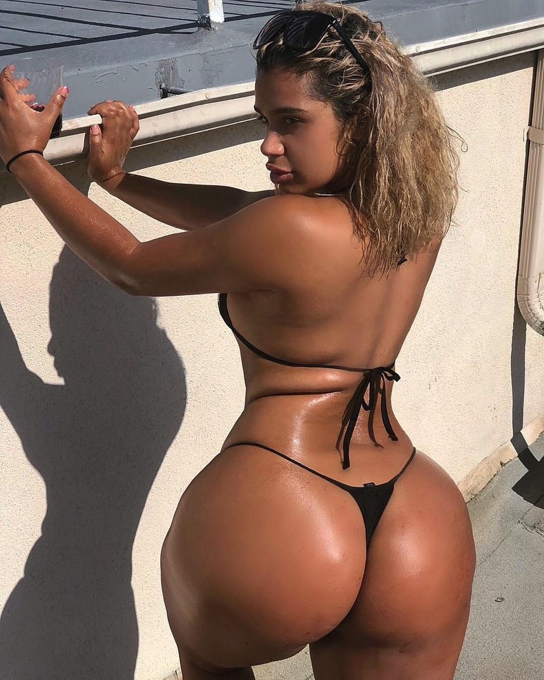 Carmella's Ass
