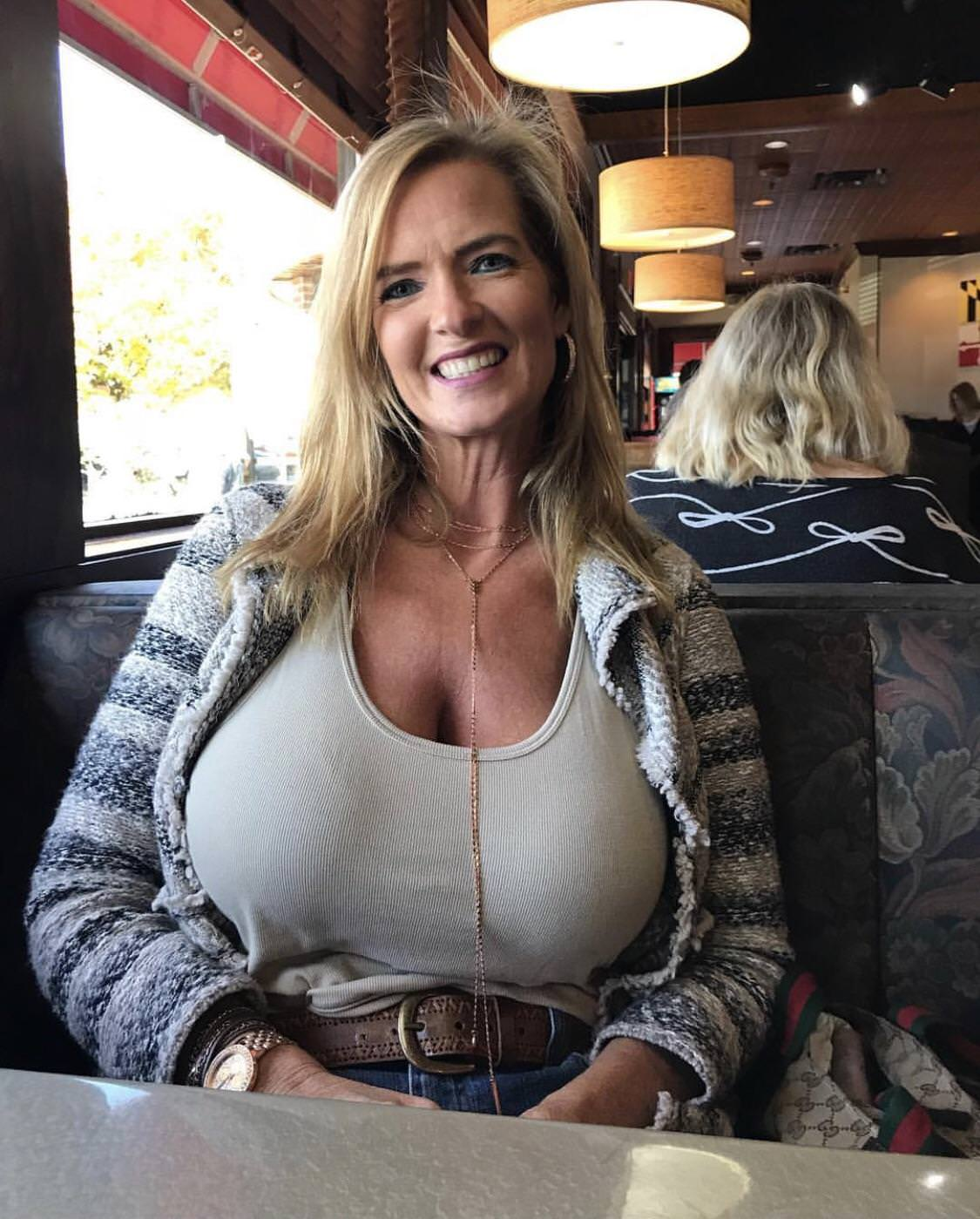 Big tit blonde cougar mature blonde milf brooke tyler with big tits