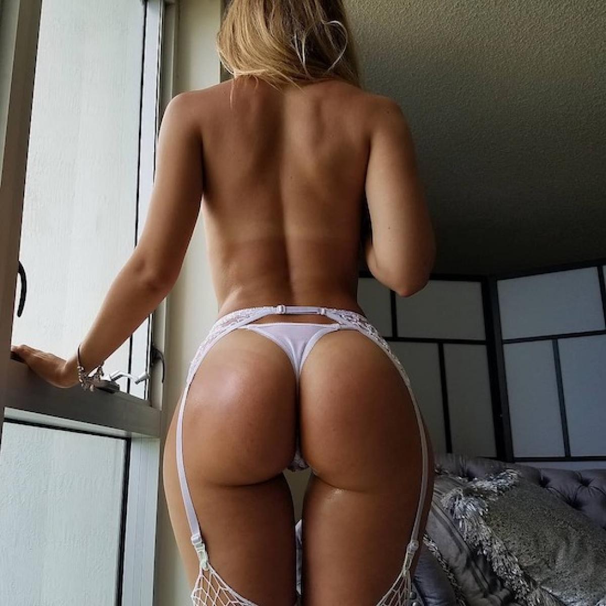 Huge bbw ass in string thong