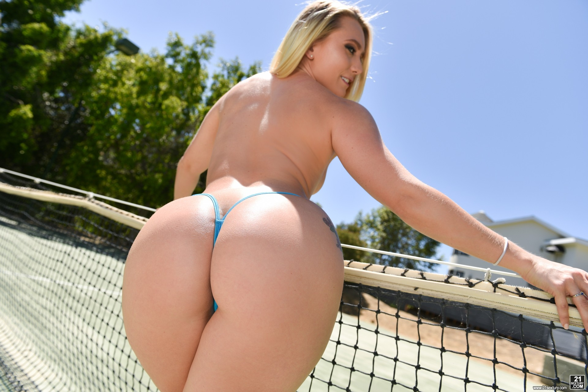 Amazing blonde bitch with a big, round ass, alexis texas is having anal sex with her lover