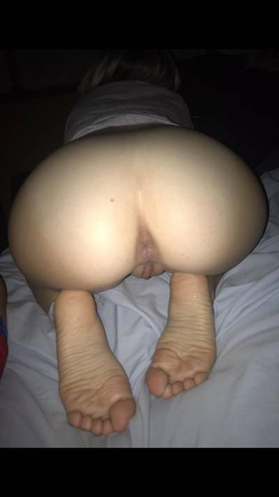 Who wants to fuck this tight pussy and have their wife or gf eat my ass while my boy watches 🤤🤤😋💦