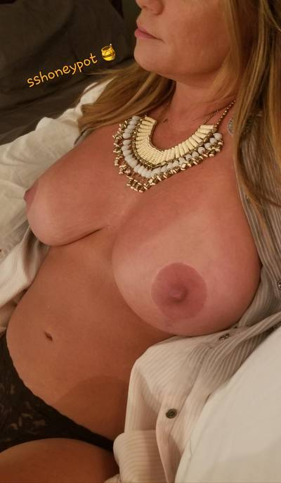Mil[f]tastic Titties are a great way to start a Tuesday😈�👌�