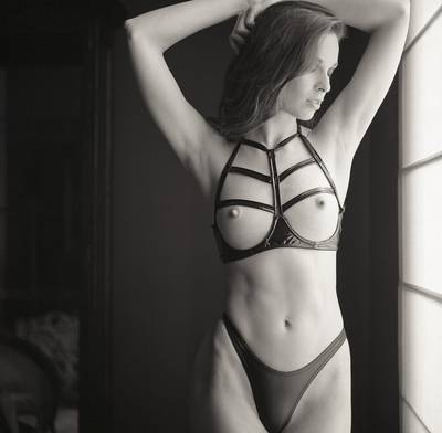 Straps on an open bra